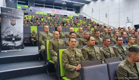 Mundurowi z 18. Dywizji Zmechanizowanej świętowali w Łomży, fot. Paweł Wądołowski