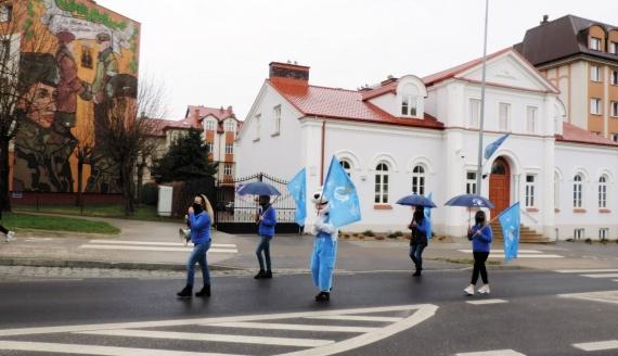 """Symboliczny """"błękitny marsz"""" przeszedł ulicami Łomży, fot. Adam Dąbrowski"""
