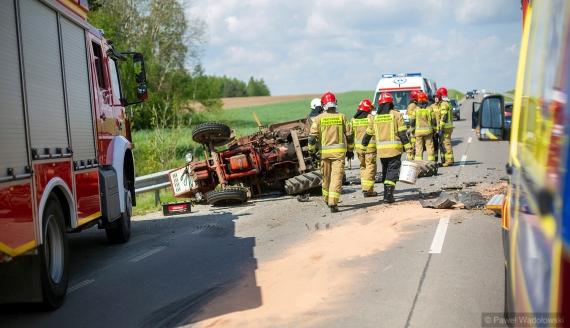 Dwie osoby zostały ranne w wypadku do którego doszło za Kupiskami koło Łomży, fot. Paweł Wądołowski