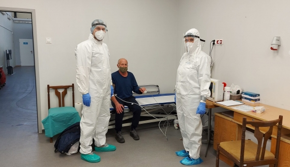 Szpital tymczasowy w hali sportowej Uniwersytetu Medycznego w Białymstoku wznowił w piątek (22.10) przyjmowanie pacjentów z COVID-19, fot. Renata Reda