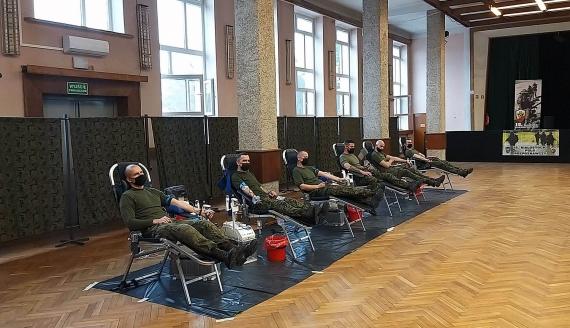 Żołnierze z białostockiego pułku i podlascy terytorialsi oddają krew w hołdzie Wyklętym, fot. Wojciech Szubzda