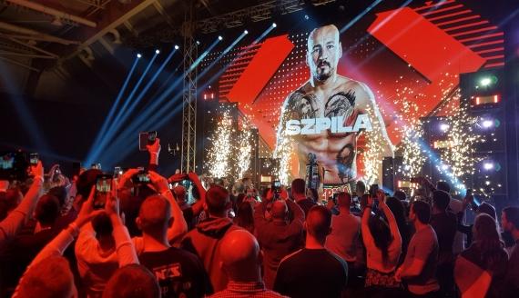 Kontrowersyjne zwycięstwo Artura Szpilki na gali pięściarskiej w Łomży, fot. Adam Janczewski