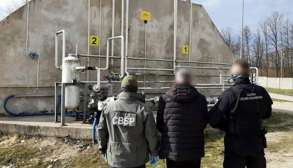 Funkcjonariusze CBŚP i podlaskiej KAS rozbili gang handlujący gazem, źródło: www.podlaskie.kas.gov.pl