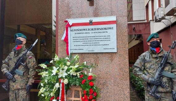 Tablica upamiętniająca Alfonsa Zgrzebnioka na budynku Podlaskiego Urzędu Wojewódzkiego, fot. Ryszard Minko