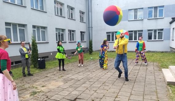 Fundacja Dr Clown zorganizowała specjalne spotkanie dla najmłodszych pacjentów szpitala w Suwałkach, fot. Areta Topornicka