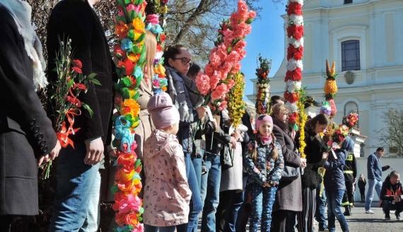 Prawie 600 palm wielkanocnych na procesji w Ciechanowcu, fot. Adam Dąbrowski