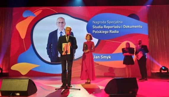 Nasz reportażysta Jan Smyk z Nagrodą Specjalną Studia Reportażu i Dokumentu Polskiego Radia - Fot. Agnieszka Czarkowska