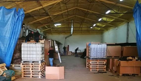 Podlaska i łódzka Krajowa Administracja Skarbowa (KAS) wykryły i zlikwidowały nielegalną fabrykę papierosów, magazyn i krajalnię tytoniu, źródło fot.: KAS