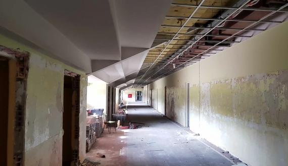 Trwa gruntowna modernizacja pomieszczeń pod trybunami stadionu w Zwierzyńcu, źródło: BOSiR