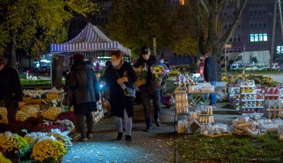 Ruch przy cmentarzu przy ul. Kopernika w Łomży, fot. Paweł Wądołowskie