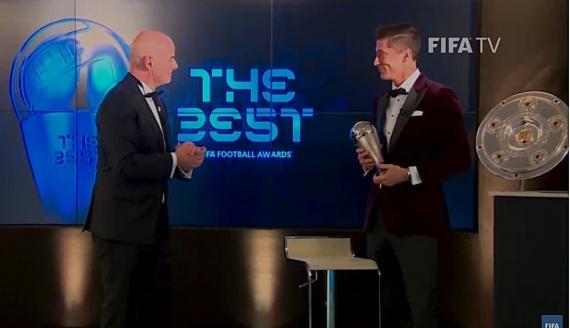 Prezydent Fifa Gianni Infantino i Robert Lewandowski - źródło: You Tube/ FIFATV