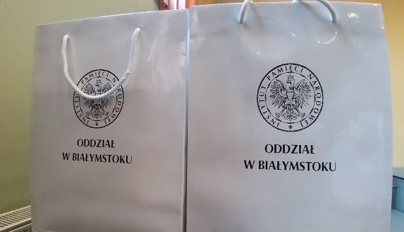 Blisko 30 nauczycieli odebrało w Białymstoku certyfikaty uczestnictwa w warsztatach historycznych, fot. Ryszard Minko