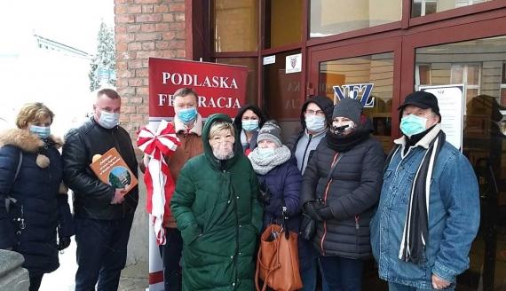 Około 10 osób przyjechało do Białegostoku, by wyrazić swoje poparcie dla dyrektor, fot. Renata Reda