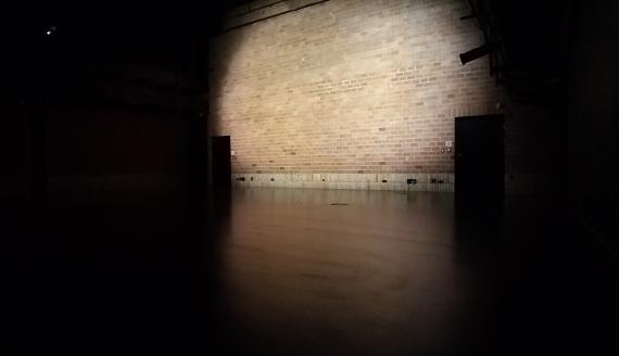 """Spektakl dla jednego widza """"Dziś są nasze urodziny"""" w UCK w Białymstoku, fot. Andrzej Bajguz"""