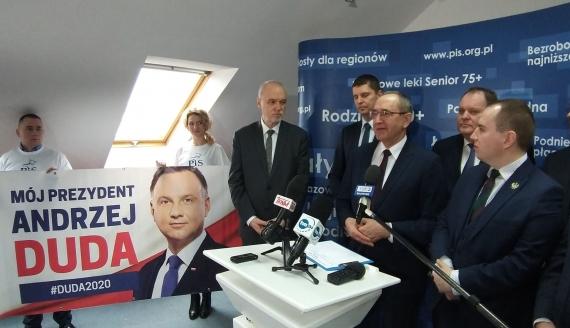 W Białymstoku rozpoczęła się zbiórka podpisów pod kandydaturą Andrzeja Dudy na prezydenta, fot. Edyta Wołosik