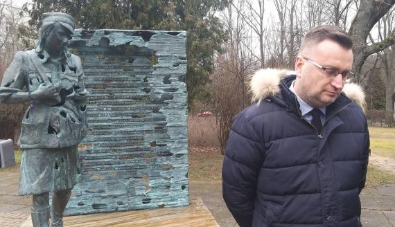 """Konferencja prasowa przy pomniku """"Inki"""" w Białymstoku, fot. Edyta Wołosik"""