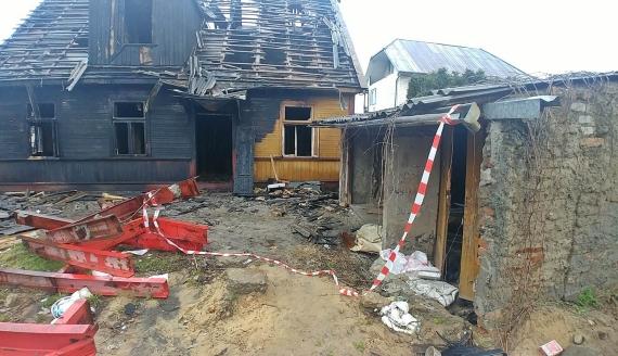 Zgliszcza budynku przy ulicy Angielskiej w Białymstoku, fot. Barbara Sokolińska