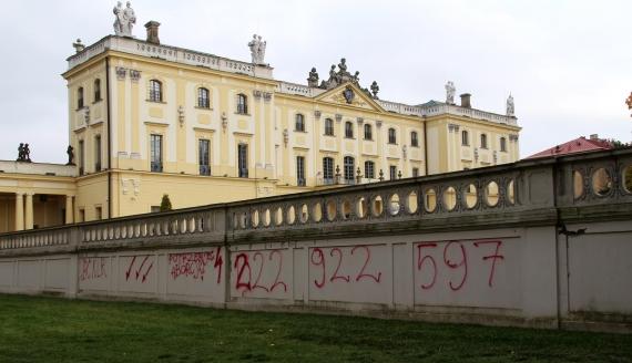 Zniszczony mur przy Pałacu Branickich w Białymstoku
