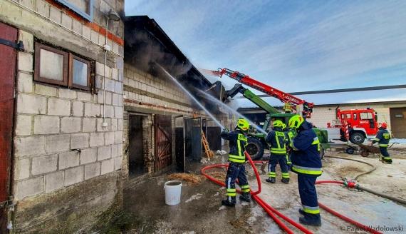 Pożar budynków gospodarczych w Sławcu, fot. Paweł Wądołowski