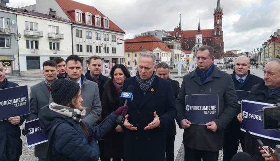 Porozumienie zbiera podpisy poparcia dla prezydenta Dudy, fot. Michał Buraczewski
