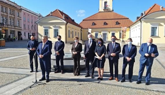 O trudnej sytuacji polskich samorządów mówili w Białymstoku przedstawiciele Unii Metropolii, fot. Ryszard Minko