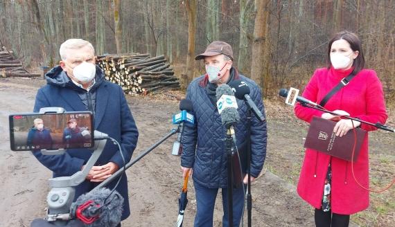 Prezydent Białegostoku Tadeusz Truskolaski, były dyrektor Regionalnej Dyrekcji Lasów Państwowych w Białymstoku Ryszard Ziemblicki i rzeczniczka prezydenta Białegostoku Urszula Boublej, fot. Edyta Wołosik