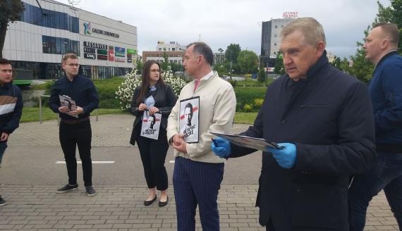 Tadeusz Truskolaski rozpoczął w Białymstoku zbiórkę podpisów pod kandydaturą Rafała Trzaskowskiego na stanowisko Prezydenta RP - Fot. Edyta Wołosik