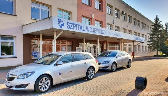 Bank PKO BP przekazał samochody szpitalowi w Łomży, fot. Paweł Wądołowski