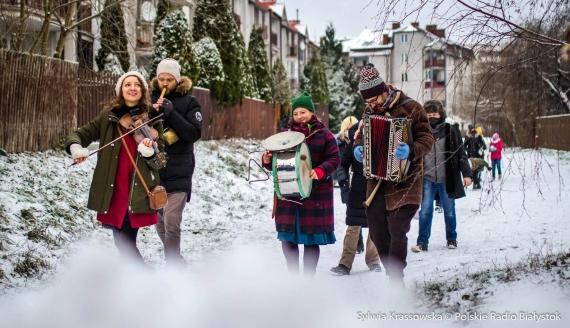 Przedświąteczne muzykowanie Kapeli Batareja w Białymstoku, fot. Sylwia Krassowska