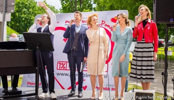 Artyści OiFP zaśpiewali dla mam chorych dzieci, fot. Sylwia Krassowska
