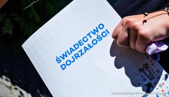 Wręczenie świadectw maturalnych w VI LO w Białymstoku, fot. Sylwia Krassowska