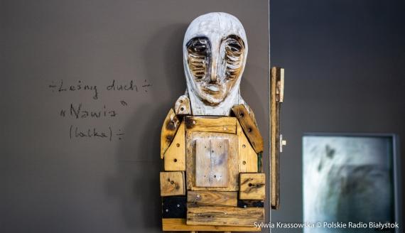 """Wystawa Wojciecha Pawliczuka """"Lignumity"""" w Galerii im. Sleńdzińskich, fot. Sylwia Krassowska"""