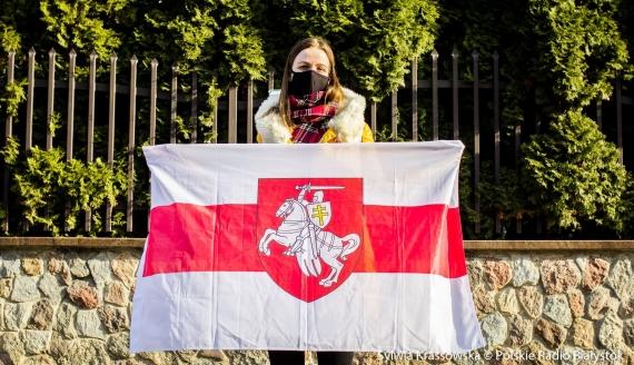 Pikieta przed białoruskim konsulatem w Białymstoku z okazji Dnia Woli, fot. Sylwia Krassowska
