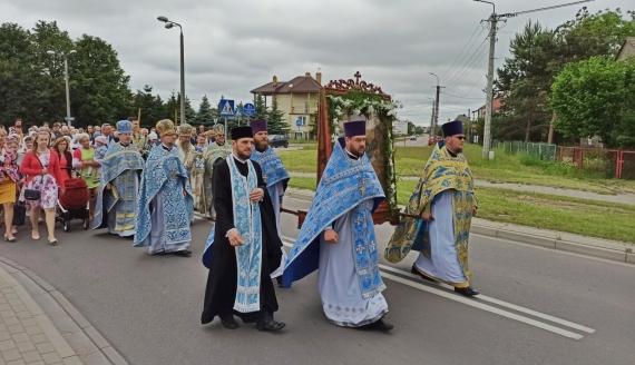 Przez Bielsk Podlaski przeszła procesja z ikoną Matki Bożej, fot. Źmicier Kościn