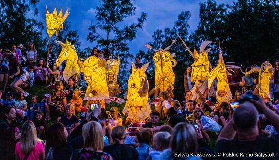 Ulicami Hajnówki przeszła parada lampionów, fot. Sylwia Krassowska