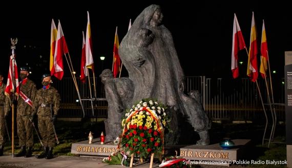 W Białymstoku odsłonięto pomnik upamiętniający Bohaterskie Matki Sybiraczki, fot. Sylwia Krassowska