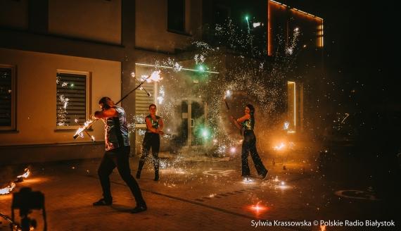 Widowiskowy pokaz ognia przed UDSK w Białymstoku, fot. Sylwia Krassowska