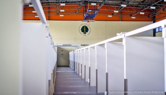 Trwa budowa szpitala tymczasowego w hali UMB, fot. Sylwia Krassowska