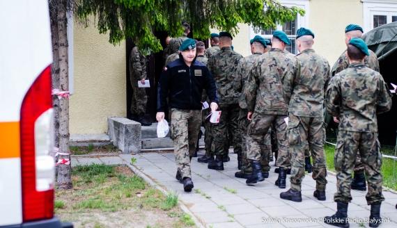Żołnierze z 18. BPR i 1. PBOT włączyli się w akcję oddawania krwi, fot. Sylwia Krassowska