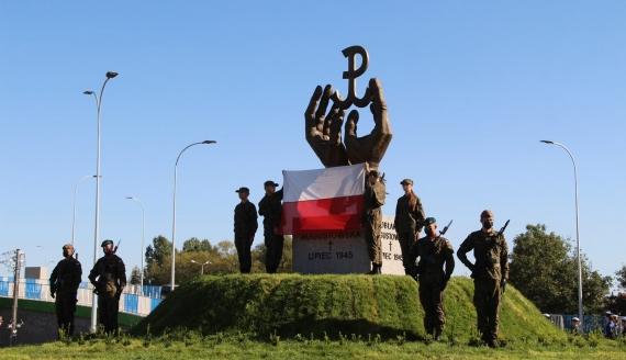 """W Sokółce odsłonięto pomnik """"w hołdzie ofiarom Obławy Augustowskiej z lipca 1945 roku"""", fot. Marcin Gliński"""