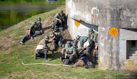 Rekonstrukcja bitwy z czasów II wojny światowej w Nowogrodzie, fot. Paweł Wądołowski