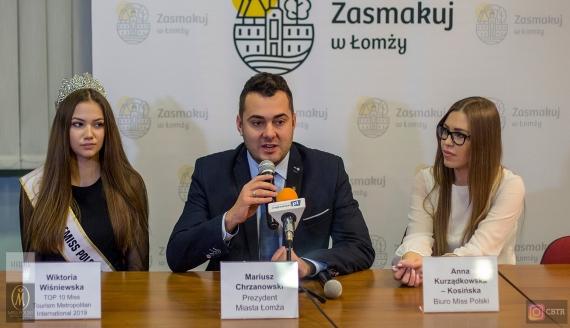 Wiktoria Wiśniewska na spotkaniu z prezydentem Łomży, fot. Paweł Wądołowski