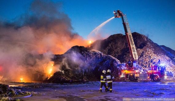 Pożar w sortowni odpadów w Studziankach, fot. Joanna Szuzbda