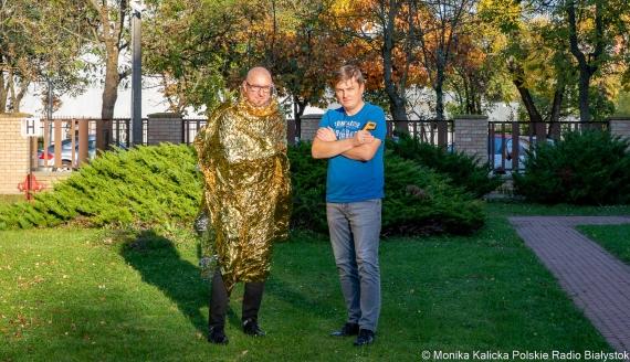 Andrzej Ryczkowski i Kamil Kalicki sprawdzają, czy folia NRC działa, fot. Monika Kalicka