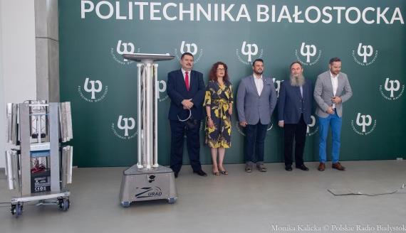 Pokaz robota dezynfekującego powierzchnie szpitali stworzonego na Politechnice Białostockiej, fot. Monika Kalicka