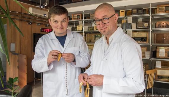 Drugie życie skórki banana - eksperyment Kamila Kalickiego i Andrzeja Ryczkowskiego, fot. Monika Kalicka