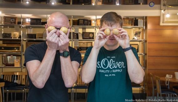 Jak szybko obrać ziemniaki - eksperyment Kamila Kalickiego i Andrzeja Ryczkowskiego, fot. Monika Kalicka