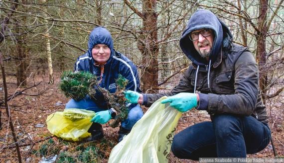Co możemy znaleźć w polskich lasach? Sprawdzają Andrzej Ryczkowski i Kamil Kalicki, fot. Joanna Szubzda