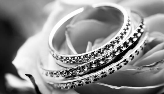 Biżuteria z kryształami Swarovskiego. Czym się wyróżnia?